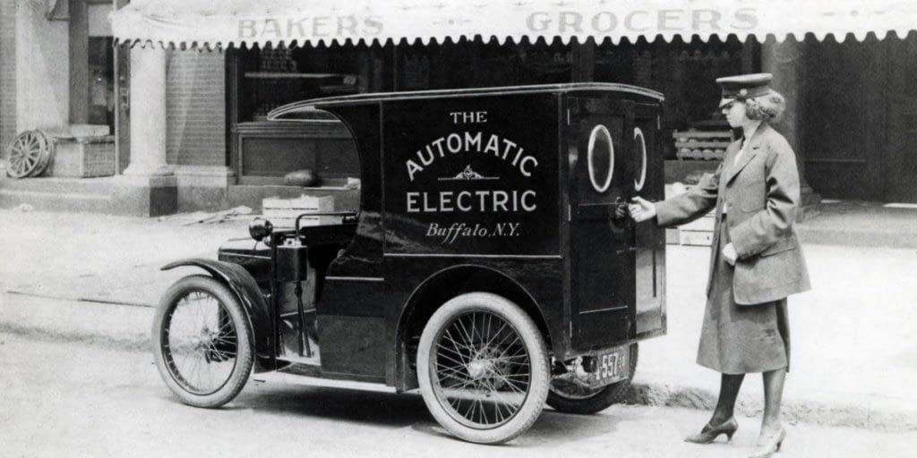 Lee más sobre el artículo Una rivalidad histórica: combustión vs electricidad